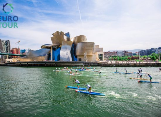 The Euro Tour vor dem Guggenheim Museum in Bilbao