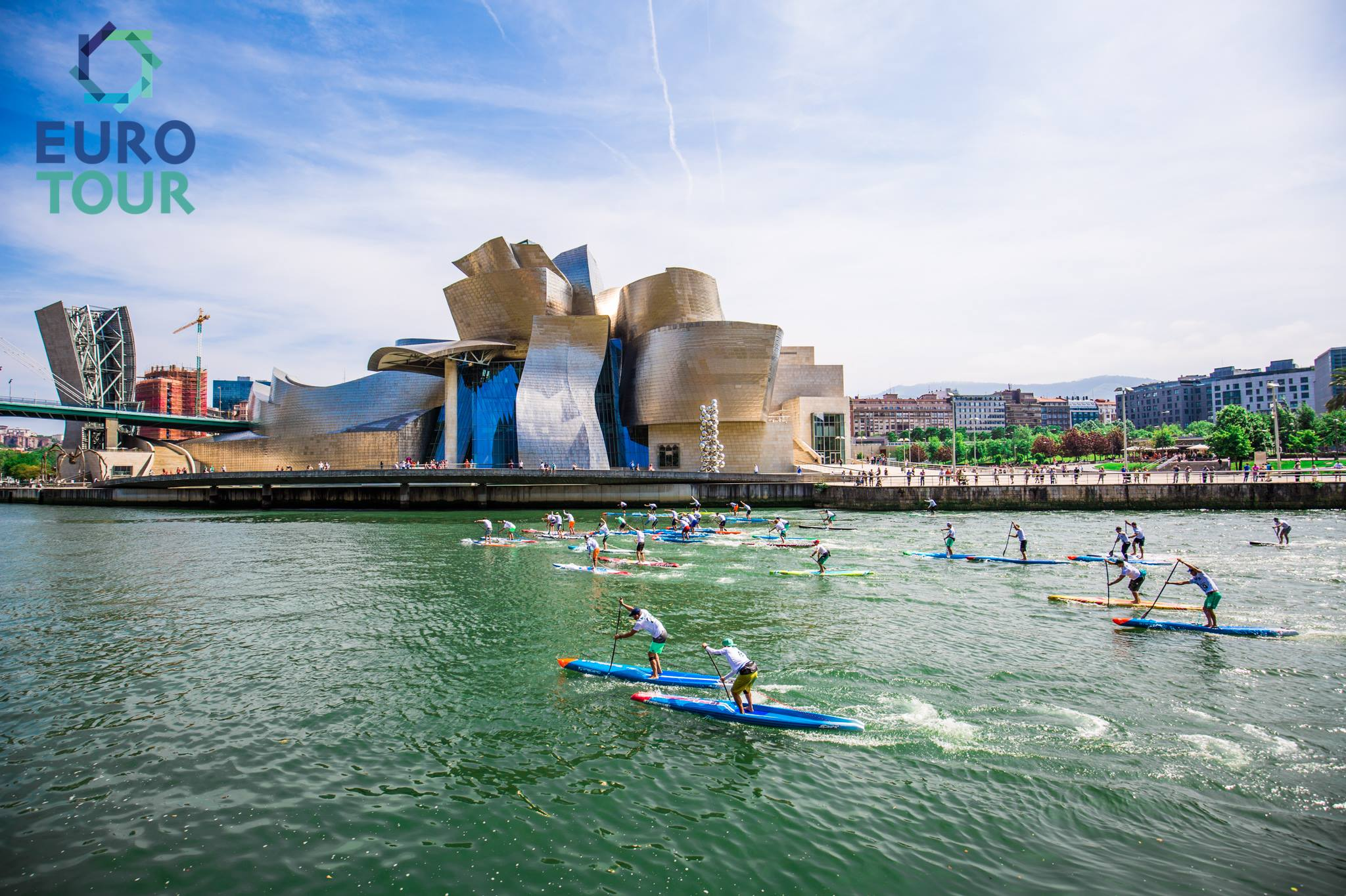 The Euro Tour vor dem Guggenheim Museum in Bilbao